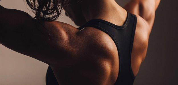 Женственно или нет: что делать, если у девушки широкие плечи?