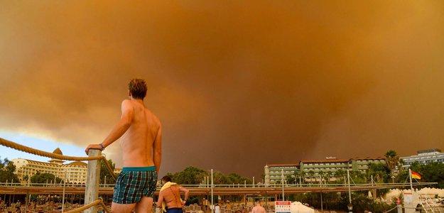 Российских туристов призвали быть готовыми к эвакуации из-за пожаров в Турции